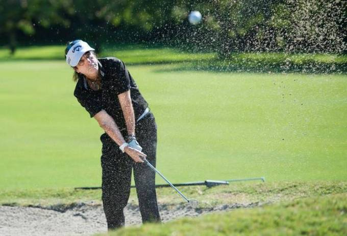 Alice Cooper chipping